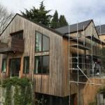 renovation maison bois  Dégrisement et saturateur coloris gris avec echafaudage - batiprestige 78